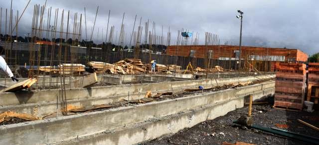 Avanzan obras de mejoramiento en cancha N°2 en Estadio Municipal de Villarrica - Red Informativa Villarrica