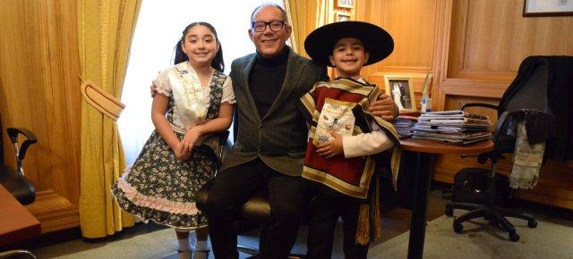 Campeones Regionales de cueca Mini Infantil 2019 visitaron Municipio de Villarrica - Red Informativa Villarrica