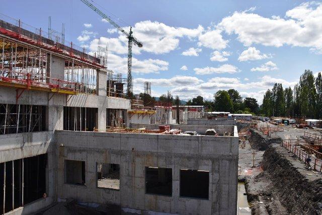 Autoridades nacionales, regionales y comunales, fiscalizan obras de nuevo Hospital en Villarrica - Red Informativa Villarrica