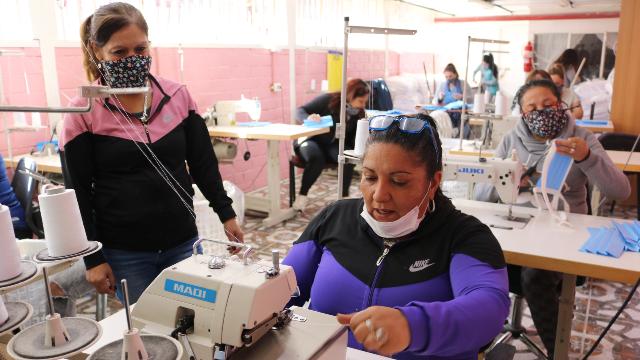 Internas de Centro Penitenciario de Temuco fabrican mascarillas para apoyar labor de equipos de salud - Red Informativa Villarrica